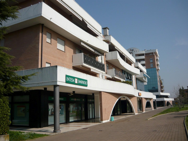 Ufficio interrato in affitto a Treviolo