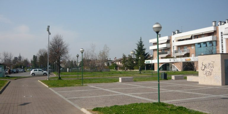 piazzale-esterno-ufficio-interrato-treviolo-affitto