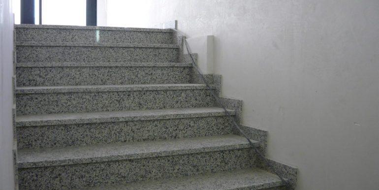scala-di-accesso-2-ufficio-interrato-treviolo-affitto