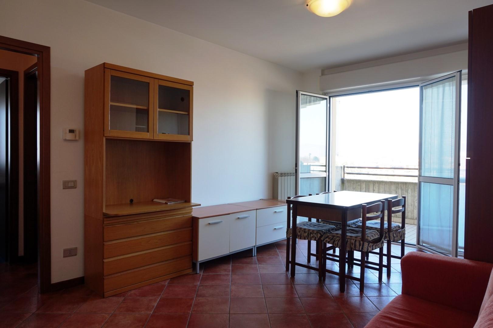 Appartamento bilocale arredato con box dalmine zona conad progea for Soggiorno arredato