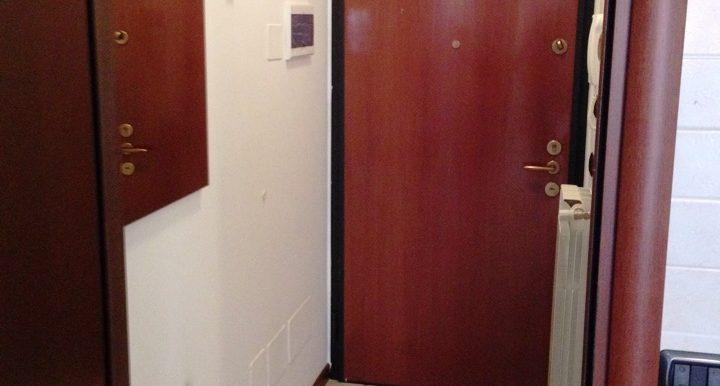 Appartamento-monolocale-in-affitto-a-Dalmine-arredato-ingresso