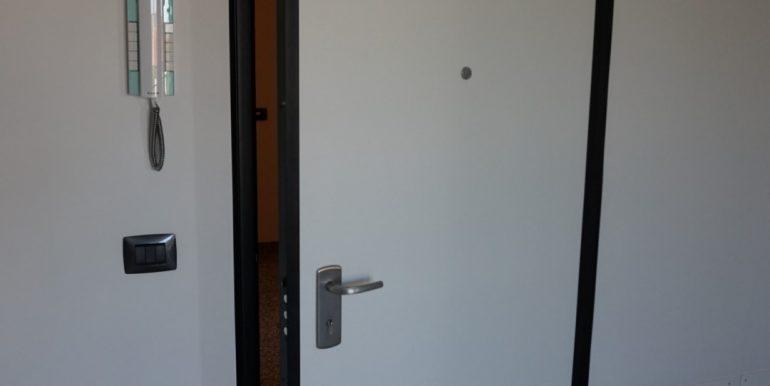 Appartamento-trilocale-in-affitto-a-Bergamo-blindata