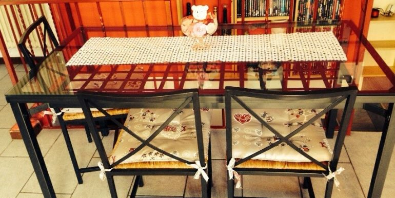 bilocale-con-giardino-in-vendita-a-dalmine-brembo-tavolo