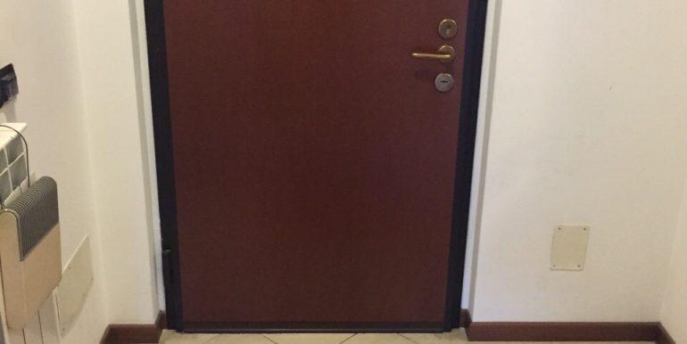 appartamento-monolocale-arredato-in-affitto-a-dalmine-zona-universita-ingresso-2