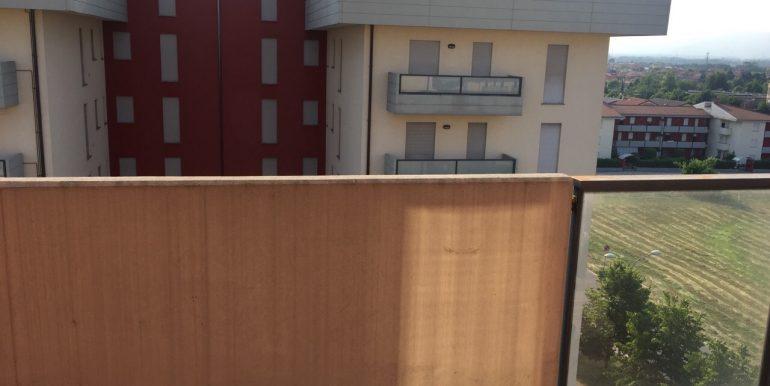 appartamento-monolocale-arredato-in-affitto-a-dalmine-zona-universita-terrazzo