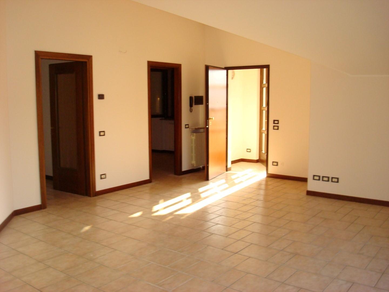 Appartamento quadrilocale in affitto ad Almè