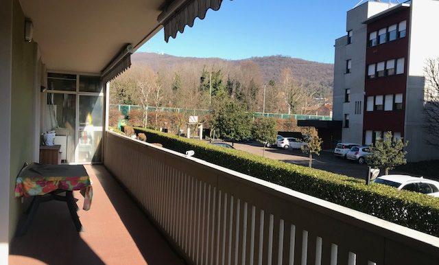 Appartamento-trilocale-in-affitto-a-Bergamo-terrazzo