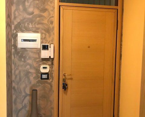 Appartamento-trilocale-in-affitto-a-Bergamo-ingresso
