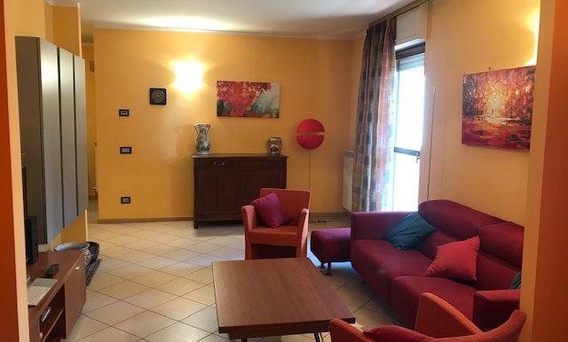 Appartamento-trilocale-in-affitto-a-Bergamo-soggiorno