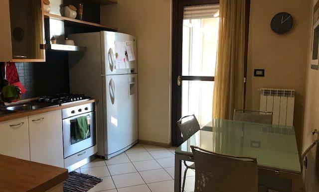 Appartamento-trilocale-in-affitto-a-Bergamo-cucina