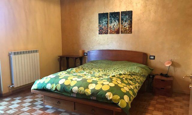 Appartamento-trilocale-in-affitto-a-Bergamo-camera