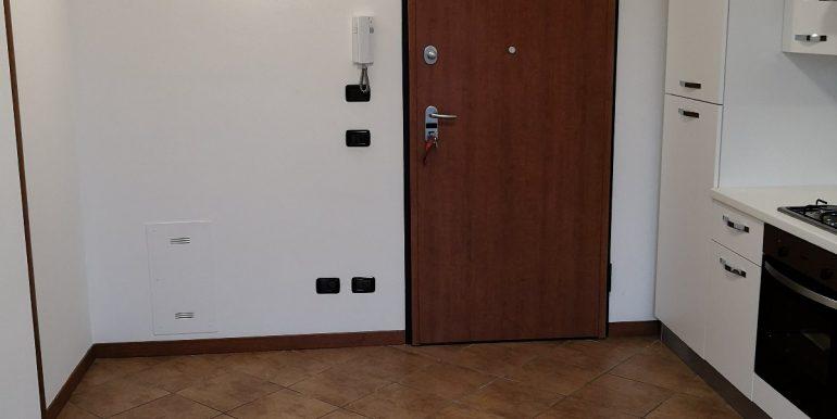 bilocale-arredato-in-affitto-a-terno-disola-ingresso-2