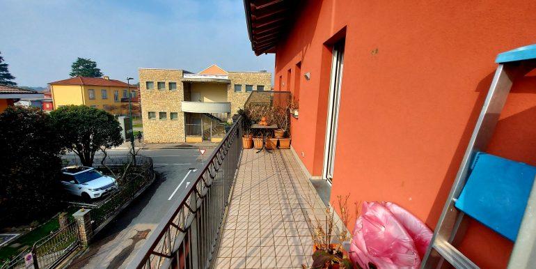 bilocale-in-vendita-a-scanzorosciate-terrazzo