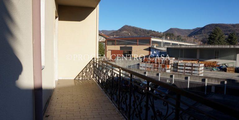pentalocale-in-vendita-ad-alme-terrazza-2