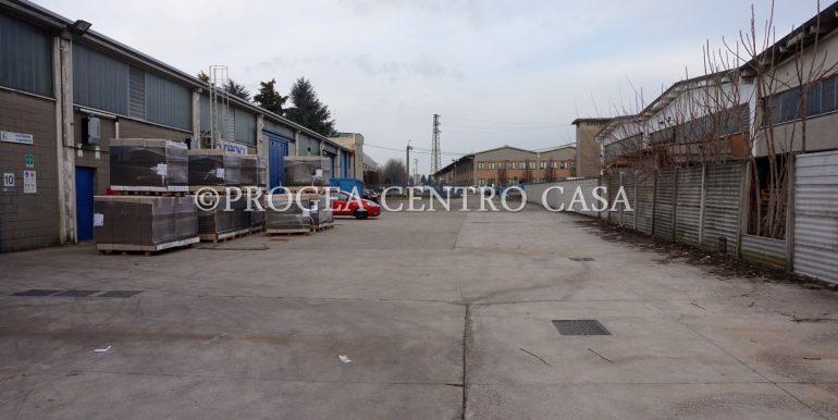 capannone-in-vendita-a-origgio-piazzale-2