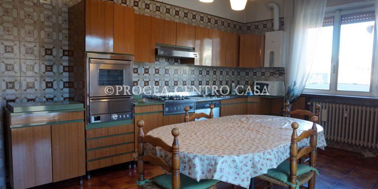 pentalocale-in-vendita-ad-alme-cucina-2