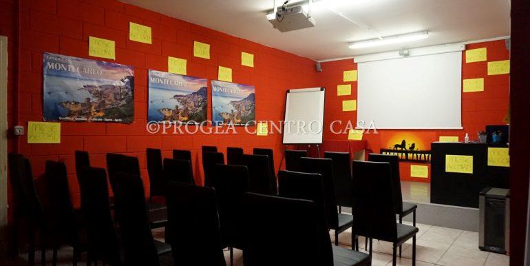 ufficio-in-affitto-a-treviolo-vetrinato-sala-meeting