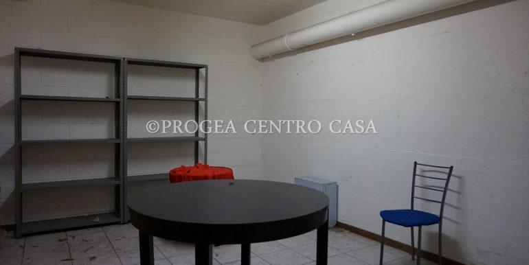 ufficio-in-affitto-a-treviolo-vetrinato-magazzino-2