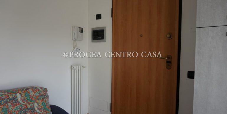 monolocale-arredato-in-affitto-ad-albano-sant-alessandro-ingresso