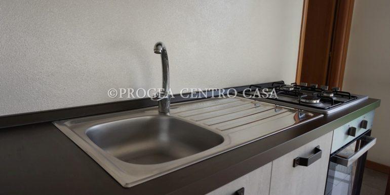 monolocale-arredato-in-affitto-ad-albano-sant-alessandro-cucina-2