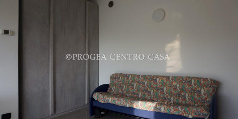 monolocale-arredato-in-affitto-ad-albano-sant-alessandro-armadio