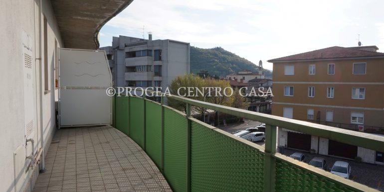 monolocale-arredato-in-affitto-ad-albano-sant-alessandro-terrazzo-2