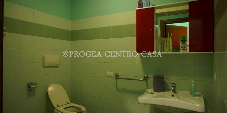 ufficio-in-affitto-a-treviolo-vetrinato-bagno