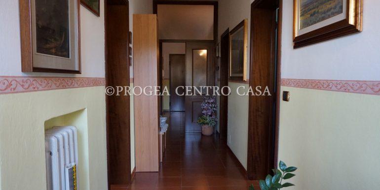 trilocale-in-vendita-a-osio-sotto-con-giardino-privato-corridoio