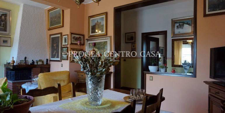 trilocale-in-vendita-a-osio-sotto-con-giardino-privato-soggiorno-2