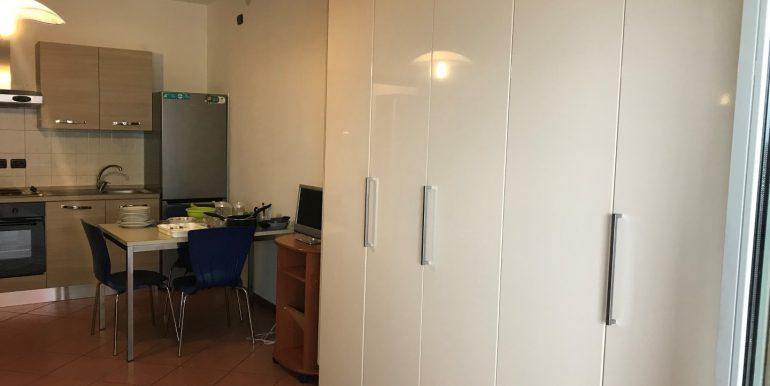 monolocale-in-affitto-a-dalmine-arredato-armadio-2