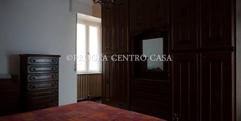 casa-in-affitto-albano-santalessandro-camera-2