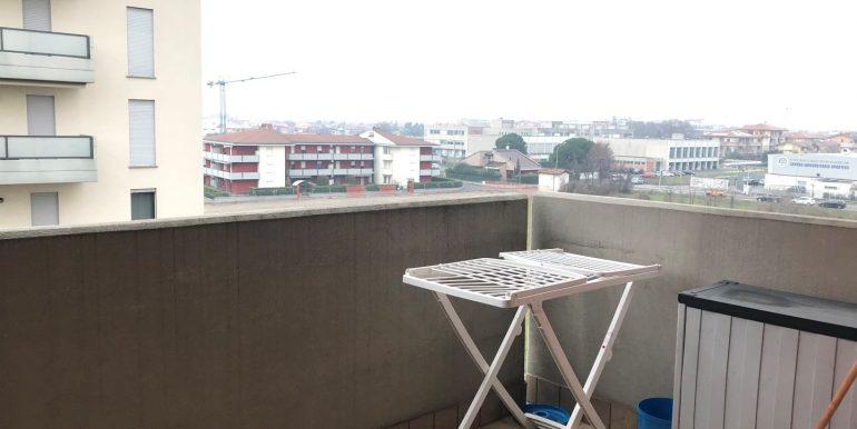 monolocale-in-affitto-a-dalmine-arredato-terrazzo