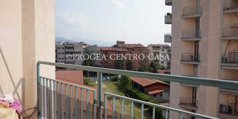 bilocale-ristrutturato-e-arredato-in-affitto-a-bergamo-balcone-2