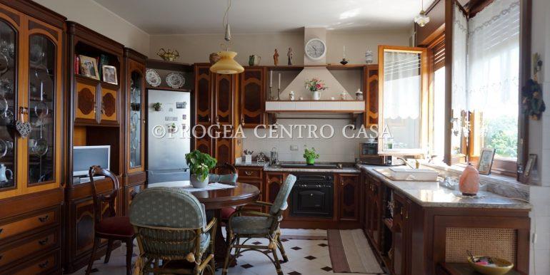 attico-in-vendita-a-dalmine-cucina-2