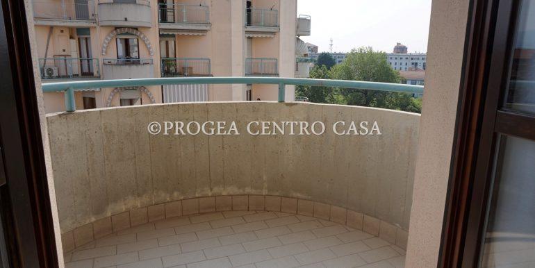 bilocale-ristrutturato-e-arredato-in-affitto-a-bergamo-terrazzo