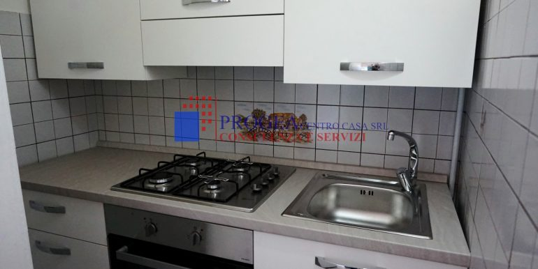 bilocale-arredato-in-affitto-a-villa-dalme-cucina