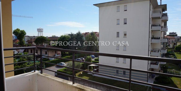 bilocale-piano-alto-arredato-in-affitto-zona-universita-balcone-2