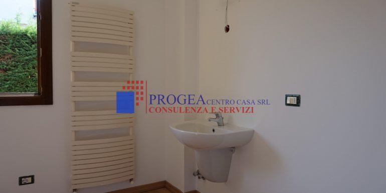 trilocale-in-vendita-a-scanzorosciate-con-giardino-privato-bagno