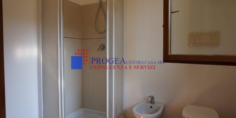 trilocale-in-vendita-a-scanzorosciate-con-giardino-privato-bagno-2